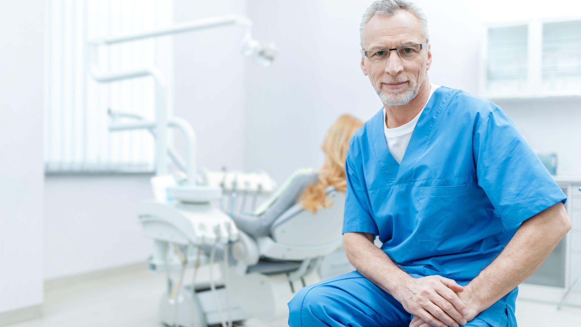 Find en billig tandlæge herhjemme eller i udlandet